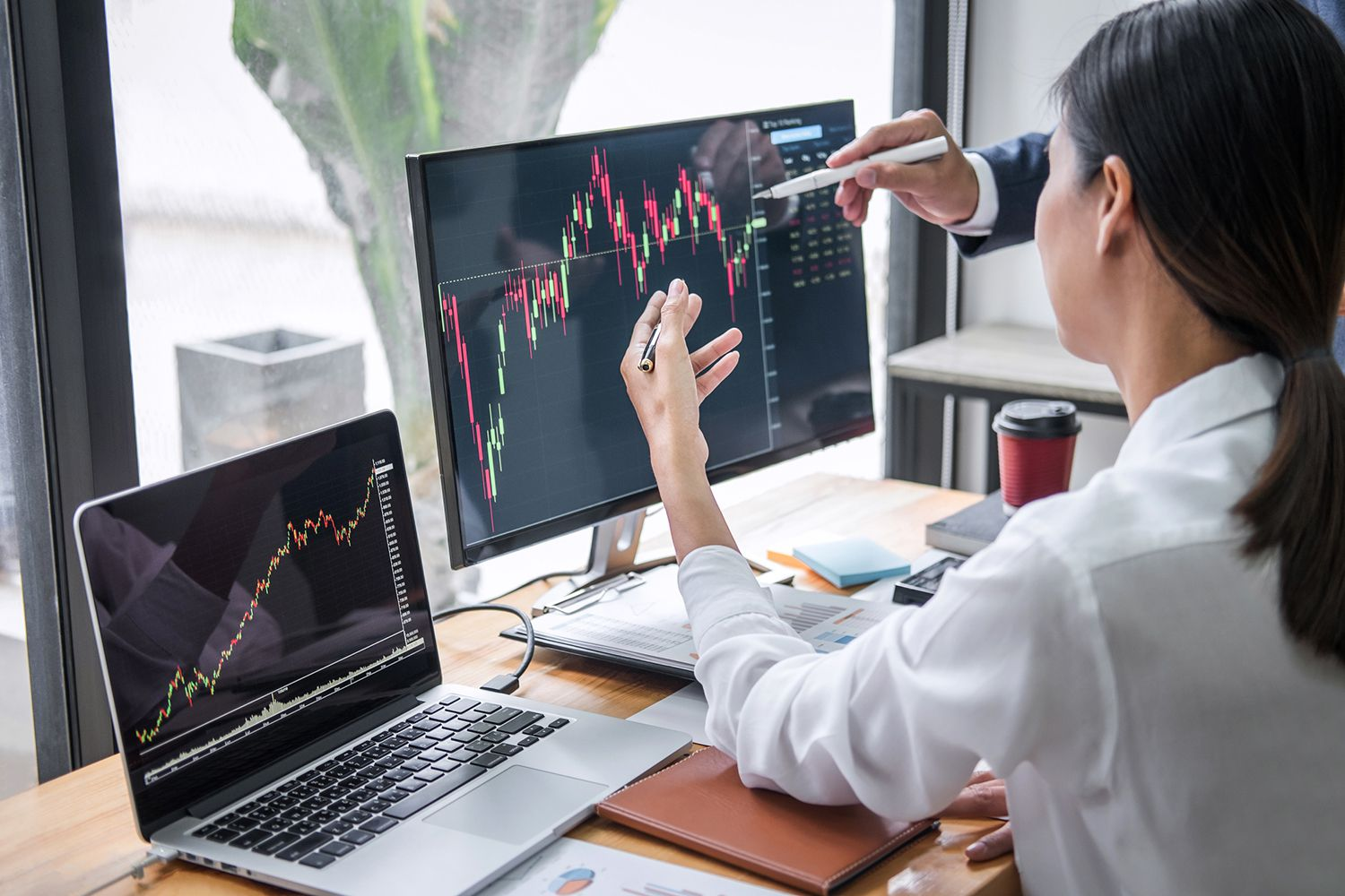 Best Laptop for Intraday Traders Traveling